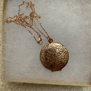 Forget Me Not Locket in Antique Silver, Rose Gold and Gold - Choose 0-2 Photos photo review